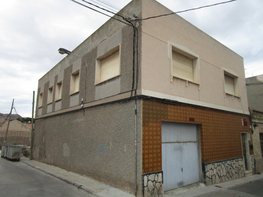 Piso unico-Santa Lucia-era baja-edificio-ahora gestores inmobiliarios-AHV-206
